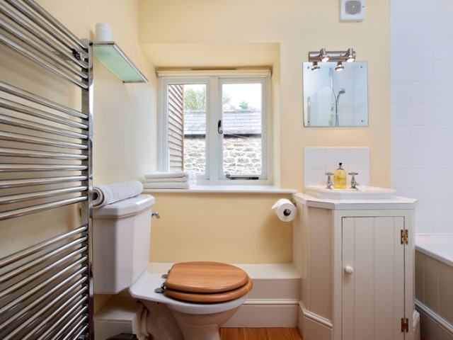 East View Barn Family Bathroom