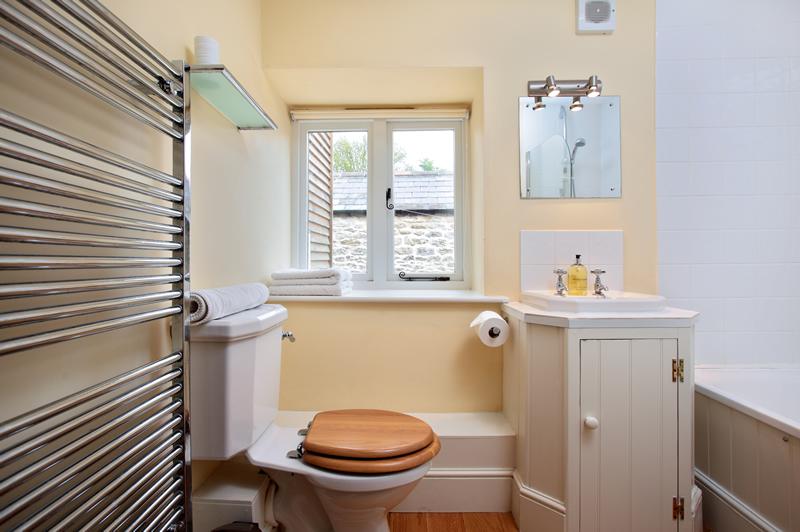 East View Barn Family Bathroom