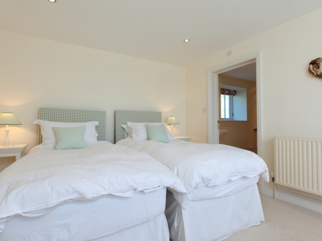 Clayhanger Lodge Twin Bedroom